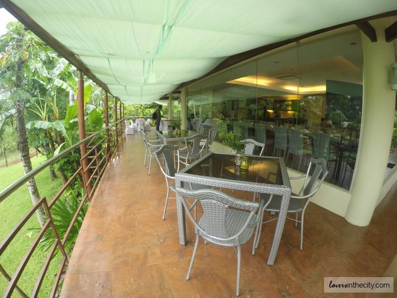 Mon's Resto Camp Benjamin Balcony