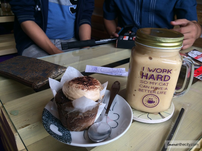 Cat Cafe Manila Meowcha Cupcake and Mango Graham Shake